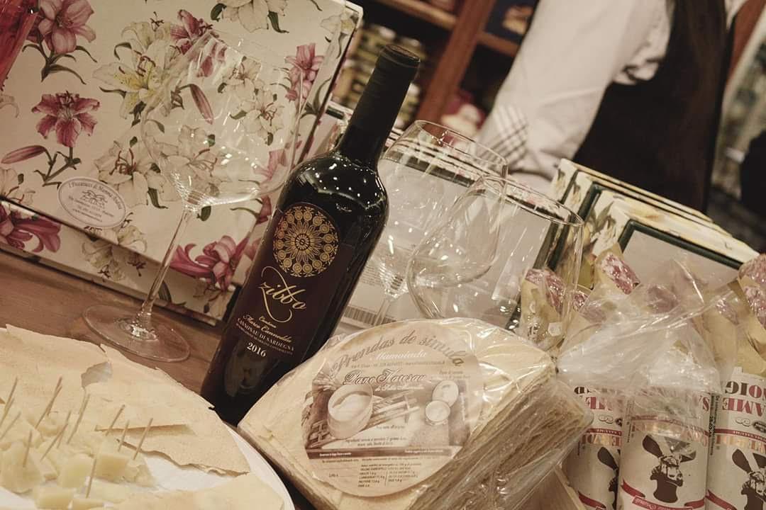 #cantinacanneddu #zibbo #cannonau #wine #rome #mamoiada #mamojà #pane #carasau #fornoalegna