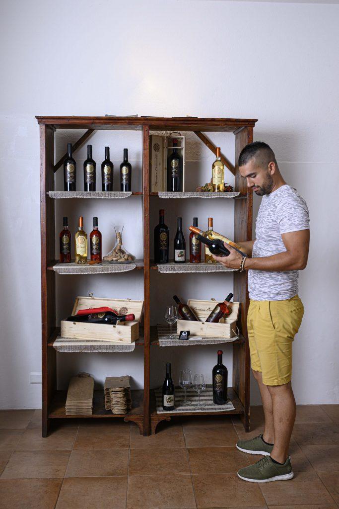 #cantinacanneddu #marcocanneddu #mamoiada #familia #familywinery #mamoiada #cannonau #granazza #wines #organicwines #winelovers #winetasting #italianwines #territorio #terroir