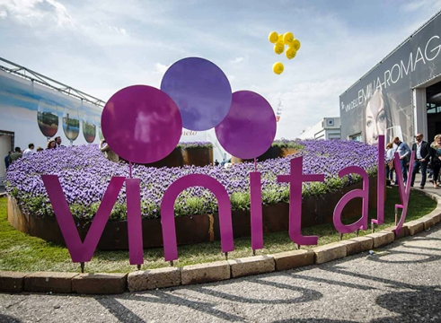 #cantinacanneddu #vinitaly #vinitalyrinviato #cannonau #granazza #mamoiada #andratuttobene winelovers #winetasting #like4like #redwine #whitewines #rosè #wines #madeinitaly